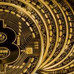 Bitcoin wart już tyle, ile uncja złota. Co to jest? Dlaczego drożeje? Czy warto go mieć?