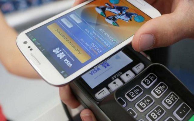 Jak różne państwa walczą z obrotem gotówkowym i promują płatności bezgotówkowe?