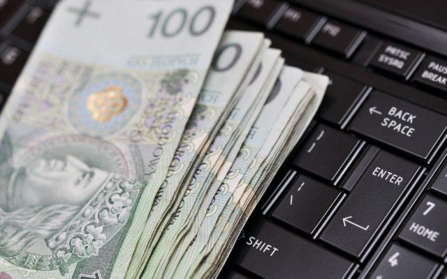 Omyłkowy przelew na zamknięte konto. Jak odzyskać pieniądze? Najlepiej… zamknąć konto jeszcze raz