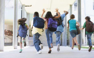 Szkolna polisa dla twojego dziecka: jak uniknąć zakupu taniego badziewia? O co zapytać w szkole?