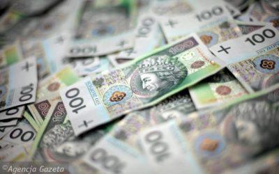 Tylko 10% Polaków jest blisko zamożności. Połowa oszczędza, ale większość – nie tak, jak trzeba