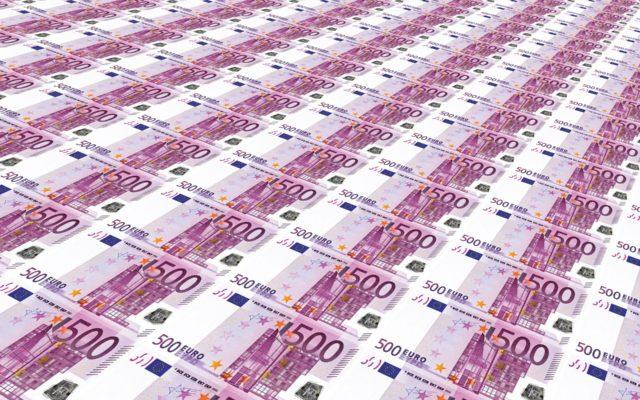 Szybko rosną oszczędności Polaków! Te dane pokazują w co je lokujemy