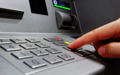Bankomaty, karty zbliżeniowe, gotówka. Co wybieramy najczęściej? Dane NBP