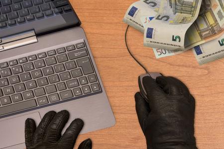 """Eurobank instalował """"robaka"""", Raiffeisen ubezpiecza, a mBank ma CyberRescue. To zastąpi """"konta za zero""""?"""