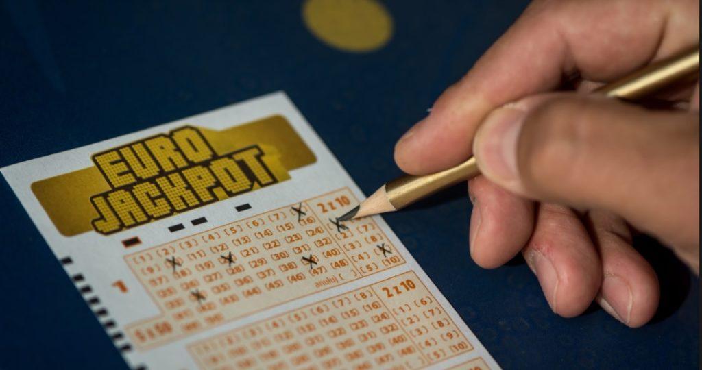 Eurojackpot: w piątek trzynastego ktoś w Polsce wygrał 206,5 mln zł. Rekordowa wygrana w historii i… sześć złych wiadomości dla zwycięzcy. Oraz kilka dobrych rad