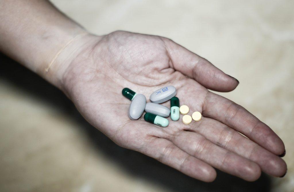 Ile naprawdę kosztuje chorowanie? I co zrobić, żeby kosztowało mniej? Te rady pomogą też… zdrowym