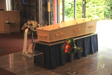 Ubezpieczył pożyczki w SKOK-u. Zmarł, ale odszkodowania nie wypłacą, bo karta zgonu ma błąd?