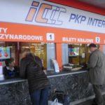 W kasie sprzedano zły bilet, kasjer natychmiast anulował zakup. Ale pieniądze… zaginęły. Co się dzieje?