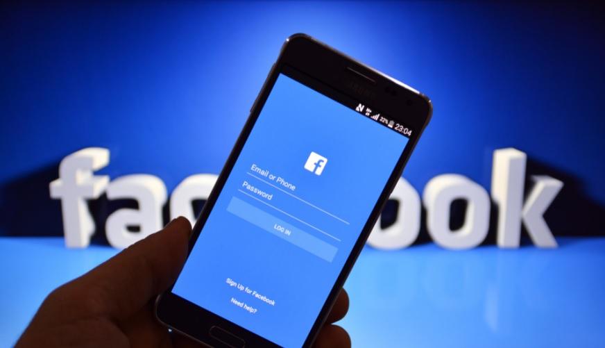 Facebook uruchamia w Europie przelewanie pieniędzy przez Messengera. Banki pod ścianą?