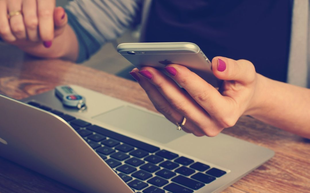 """Czy warto """"zamknąć"""" kartę w smartfonie? I czy takie płacenie może być wygodniejsze od karty?"""