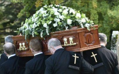 Czy warto oszczędzać na własny pogrzeb? I ile kosztuje polisa, która uwolni rodzinę od tych kosztów?