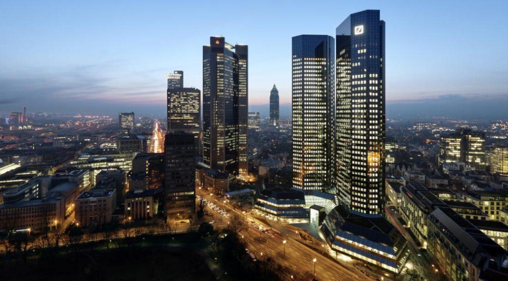 """Deutsche Bank sprzedany? Czy właśnie powstaje bankowy gigant, który kopnie w tyłek """"żubra""""?"""