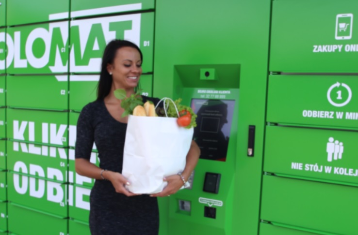 """Nowy pomysł handlowców: kup jedzenie online i odbierz w ulicznej """"lodówce"""". Czy to jest cool?"""