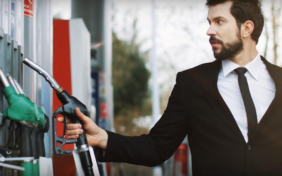 Paliwo za pół ceny i ultrawygodne płacenie przy dystrybutorze? Rusza JustDrive, aplikacja dla kierowców