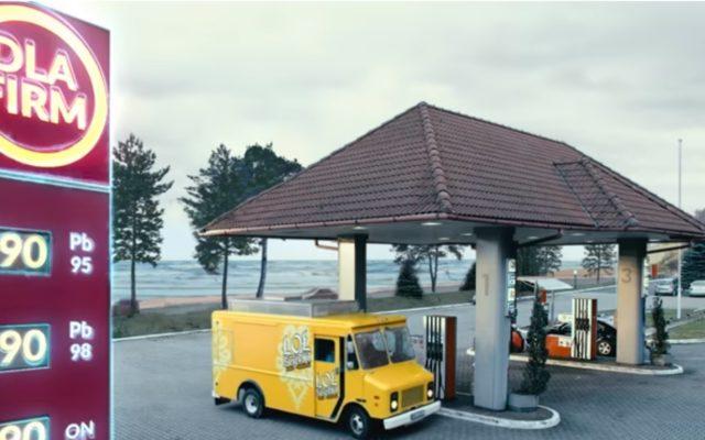 Wkurza cię coraz droższe paliwo? Prześwietlam opcje oszczędzania na tankowaniu. Czy to się opłaca?