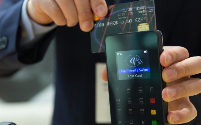 Wreszcie koniec gangsterskiej praktyki banków. Nie trzeba już patrzeć w kalendarz płacąc kartą