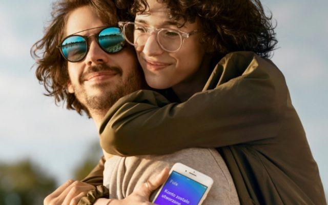Koniec ery telekomunikacyjnych cyrografów? Testuję Folx, czyli pierwszy telekom a la Netflix