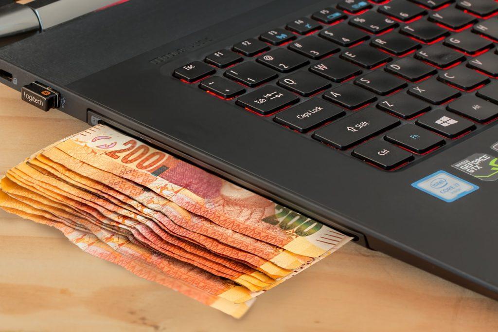 """Popularna usługa do bezpiecznego płacenia w sieci wreszcie ma wygodniejszą wersję. Jak działa """"mobilne"""" 3D secure?"""
