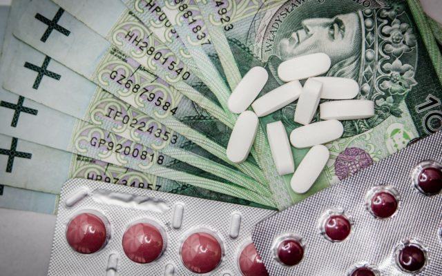 Polskie firmy szukają nowych leków. Niektóre już dały 1000% zysku! Czy warto inwestować oszczędności w biotechnologię?