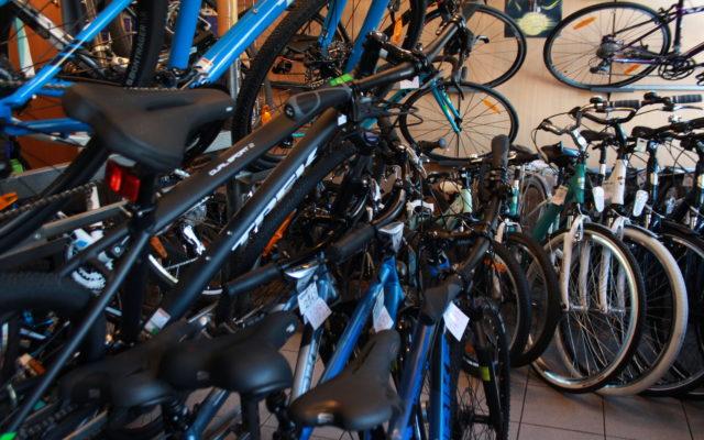 """Ile kosztuje """"kredyt rowerowy""""? Prześwietlamy bankowe pożyczki na dwa kółka. Niektóre są naprawdę tanie!"""