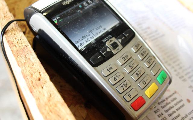 Płacisz kartą zbliżeniową? Już wkrótce bez podawania PIN-u zapłacisz za większe zakupy. Ale co z bezpieczeństwem?