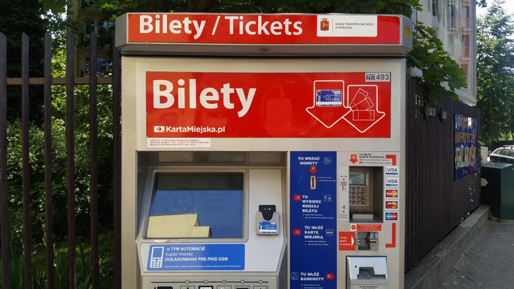 Biletomat-horror. Kupiła dwa bilety, a zapłaciła za… 551. Wpadła w debet, bank zażądał zwrotu pieniędzy. Ale jest i dobra wiadomość