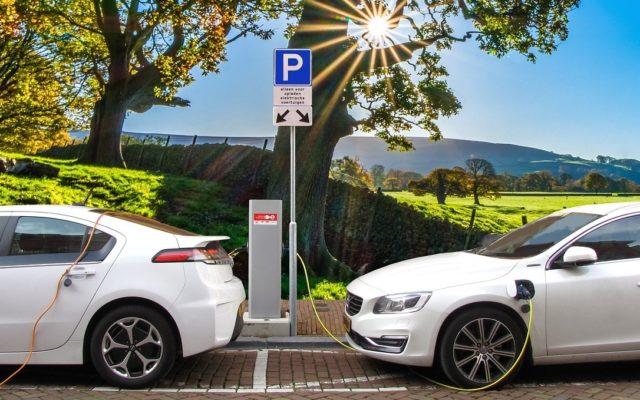 ING policzył kiedy opłaca się kupić samochód elektryczny. Wyniki mogą zaskoczyć