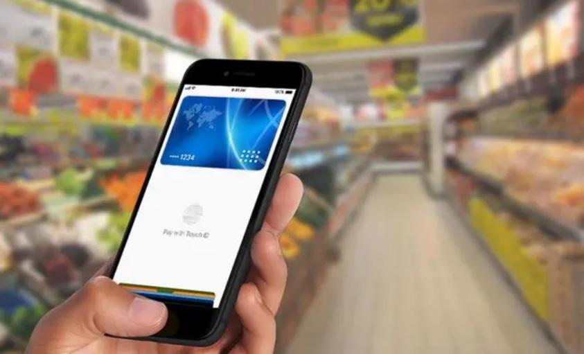 Masz iPhone'a? Twoje życie od dziś będzie łatwiejsze. W Polsce ruszył Apple Pay! Zapłacisz zbliżeniowo, a zamiast PIN-u – odcisk palca