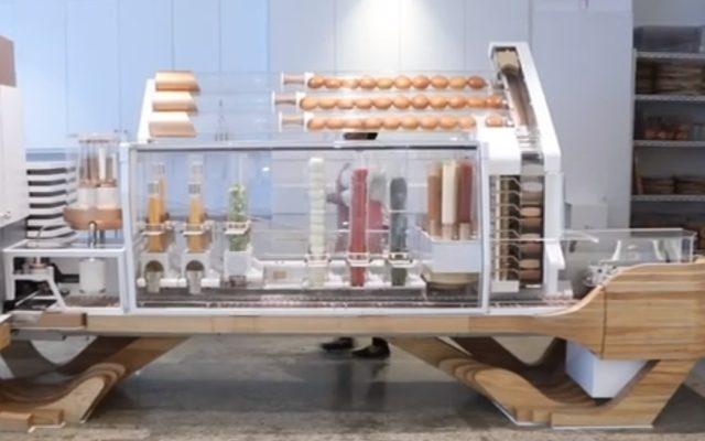 Zobaczcie jak wygląda fast-food przyszłości. W tej restauracji burgery przygotowuje robot, a zamówienie składasz przez aplikację