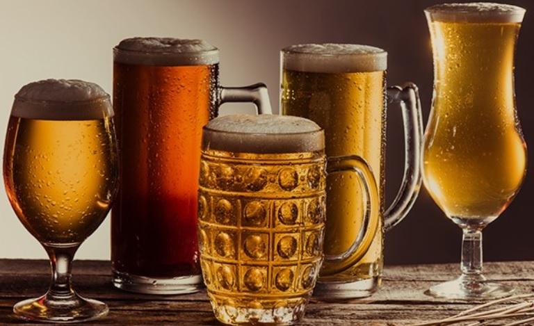 Są takie wieczory, gdy trudno przetrwać bez kufla piwa. W którym kraju kojenie bólu piwem przynosi najmniejszy ból… portfelowi?