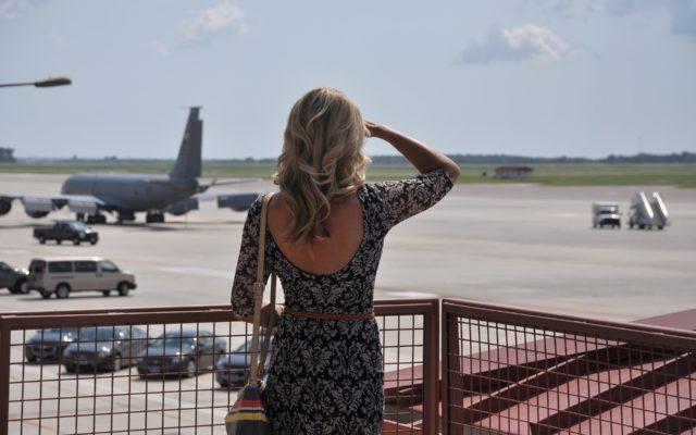 Planujemy wakacje last minute. Jak znaleźć tanie loty? Z jakim wyprzedzeniem najlepiej rezerwować bilety lotnicze?