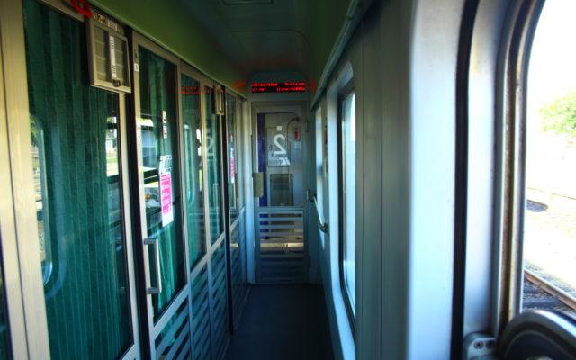 Wsiadł nie do tego pociągu, na który miał bilet. Konduktor PKP Intercity sprzedał mu właściwy, ale… to był tylko początek kłopotów. Pomagam!