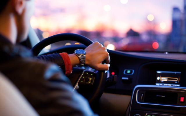 W poszukiwaniu idealnego banku dla kierowcy. Jakie usługi finansowe świadczą o tym, że bank lubi ciebie i twój samochód?