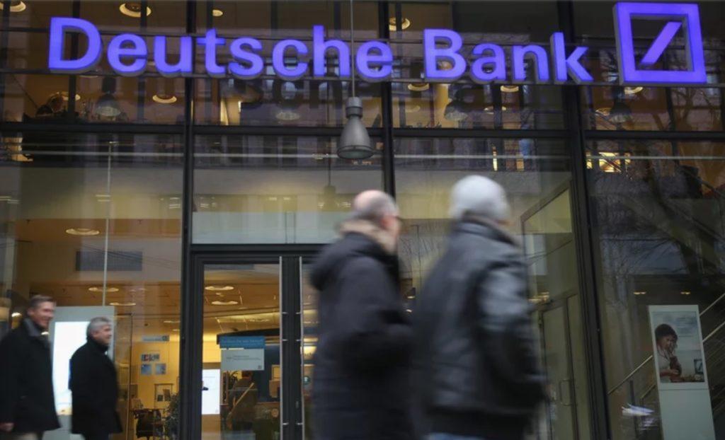 Już tej jesieni klienci Deutsche Banku trafią do Santandera. Co z ich darmowymi kartami i bankomatami otrzymanymi w promocji?