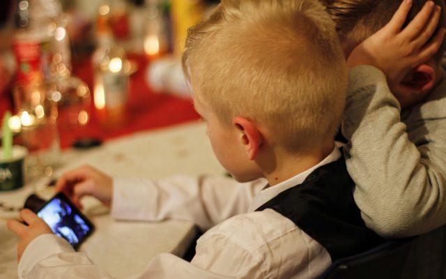 """Wygodniej już się nie da. Wypłacaj dziecku kieszonkowe przez… BLIK. Konto z kartą, która działa """"od zaraz"""", założysz zdalnie. W 5 minut"""