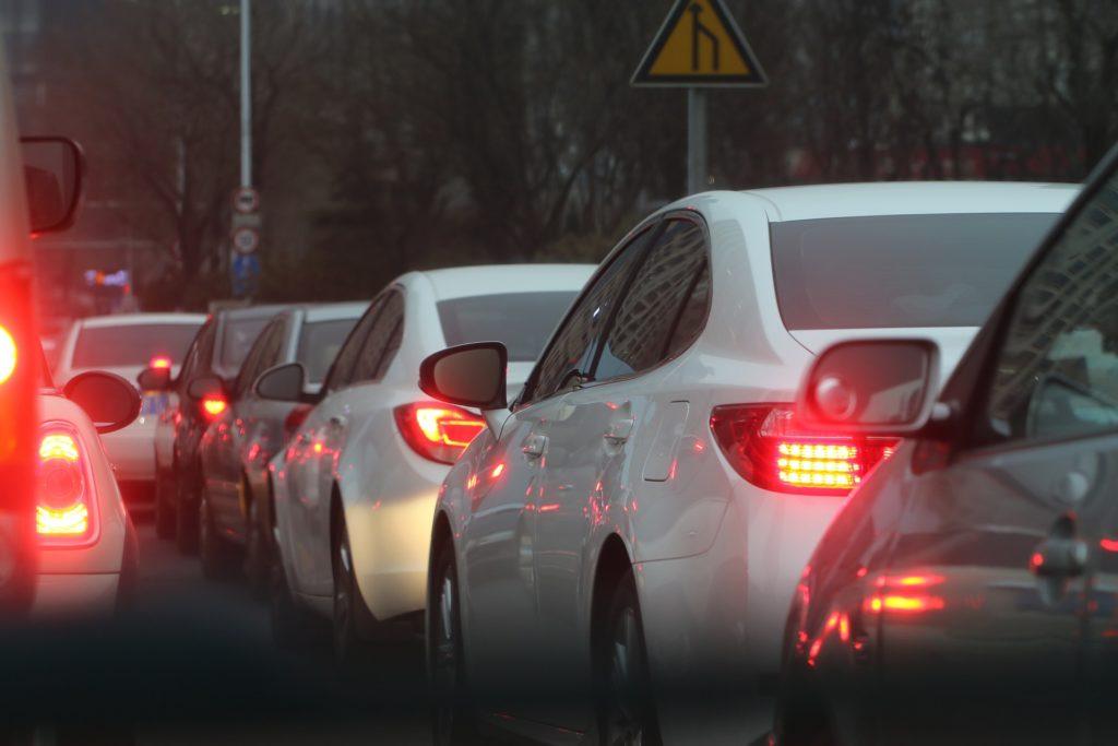 Płacisz więcej na starcie, ale potem oszczędzasz na paliwie i… parkowaniu. Jaki jest bilans bycia eko-kierowcą hybrydy? Liczymy!