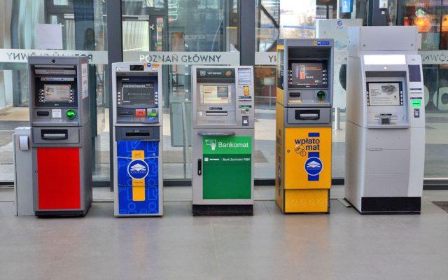 Bankomaty służące tylko do wpłaty i wypłaty gotówki? To przeszłość. W bankomacie wkrótce weźmiesz pożyczkę i założysz lokatę. A jak?