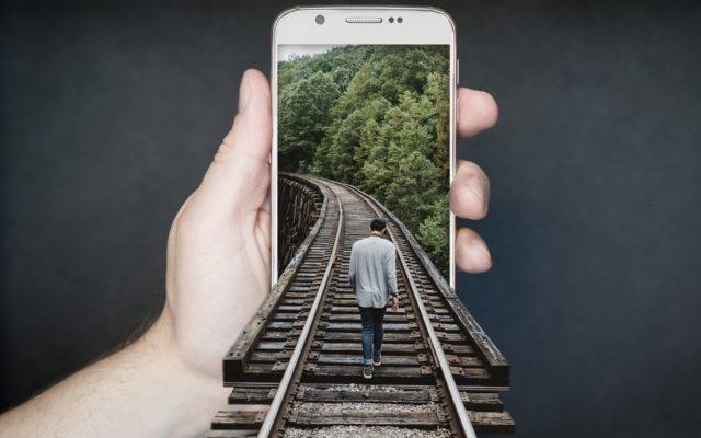 Zakup biletów, płacenie rachunków, zamawianie jedzenia. Wszystko to znajdziesz w… aplikacji mobilnej od banku. Jeden login do wszystkiego i automatyczna płatność. Jest moc?