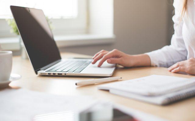 Ile kosztuje leasing komputera dla małej firmy? Jak porównywać oferty? Gdzie czaić się mogą ukryte opłaty? Sprawdzamy!