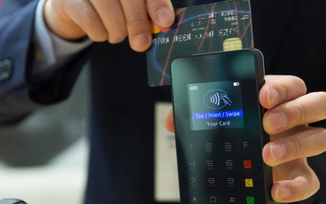 Obsługujesz klientów, a nie masz terminala do płatności kartowych? Sprawdzam ile to kosztuje i kiedy może się opłacić