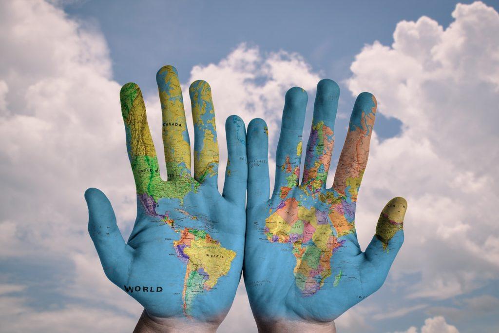 Jak inwestować za granicą? Od czego zacząć? Chyba nigdy nie dostaliśmy tylu argumentów, że oszczędności warto lokować globalnie