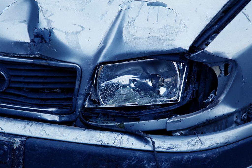 Wypadek nie z twojej winy? Logika mówi, że za naprawę auta zapłaci ubezpieczyciel sprawcy. A nasza czytelniczka dostała rachunek na 10.000 zł! Co się stało?