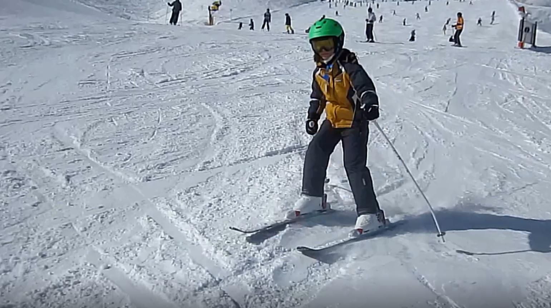 Jedziemy na narty: jak przygotować sprzęt, jak wybrać polisę, jak urzeźbić mięśnie? Poradnik na ferie [