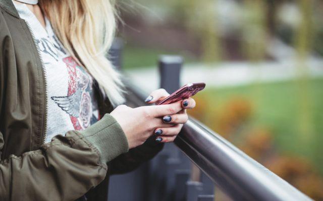 """Córka czytelnika ma pakiet """"no limit"""", więc namiętnie SMS-uje. A telekom grozi zerwaniem umowy i ciężkimi karami. """"No limit, ale bez przesady"""""""