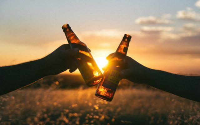 """Ocieplenie klimatu kiedyś zabije ludzkość. Ale najpierw zobaczymy w sklepach… bardzo drogie piwo. Naukowcy: """"lepiej napijcie się na zapas"""""""