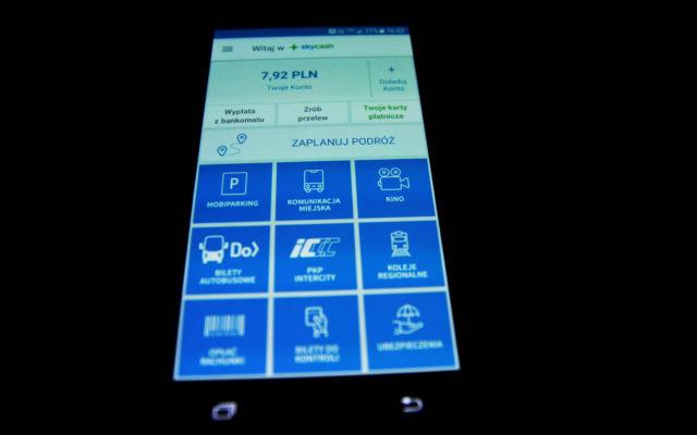 Korzystasz z opcji kupowania biletów przez aplikację SkyCash? Łatwo możesz pojechać… bez biletu. Duży (stary) feler popularnej aplikacji