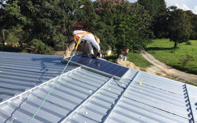 Masz kawałek dachu? To już ostatnie chwile, by zapewnić sobie tani prąd. Jak szybko zwróci się inwestycja w minielektrownię słoneczną? Liczę!