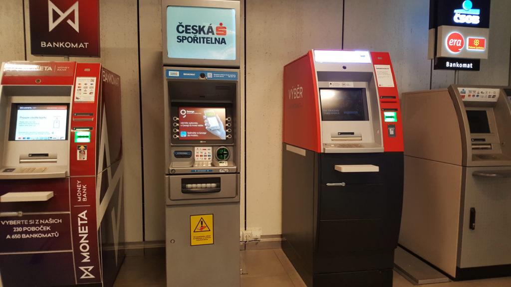 """Bankomaty bywają przedmiotem pożądania nie tylko klientów. Skimming, atak gazowy, """"atak"""" koparką… Ale bankomat to wyjątkowo solidny sejf"""