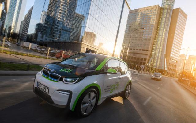 Startuje innogy GO!, czyli prawdziwe auta na minuty, bez opłaty za kilometr. Można jeździć bus-pasem! Sprawdzamy ceny i warunki