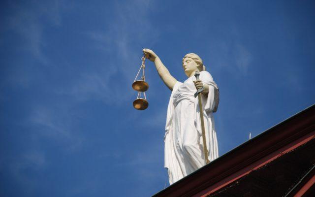 Wirtualna sala sądowa, czat zamiast negocjacji twarzą w twarz, komputerowe pliki zamiast akt. I błyskawiczny wyrok. Rusza elektroniczny sąd!